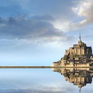 Le mont se reflete dans l'eau